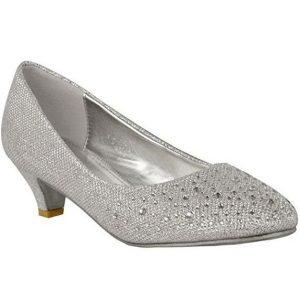 8861b4da Elige estos zapatos plateados de fiesta si estás buscando un calzado  diferente, llamativo y bonito, pero que no cuente con un tacón  excesivamente alto.
